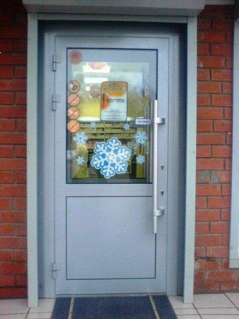 теплые входные двери с стеклопакетом